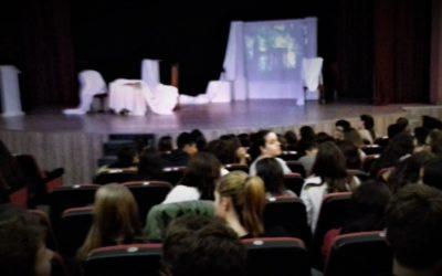 Gaudim del teatre en valencià: MIRALL TRENCAT